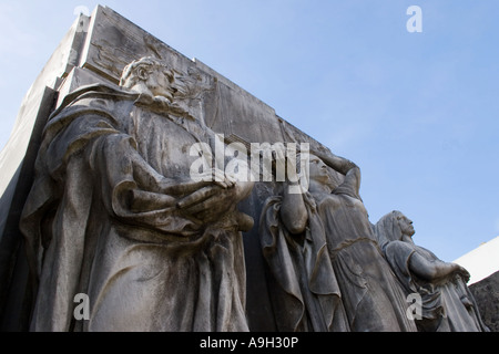 Design on a tomb in the cemetary at Recoleta - Stock Image