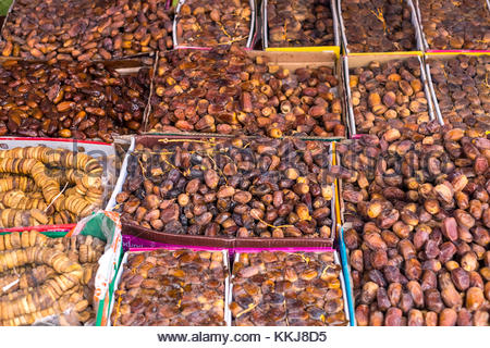 Morocco, Marrakesh-Safi (Marrakesh-Tensift-El Haouz) region, Essaouira. Dates for sale at the souks market on Avenue - Stock Image