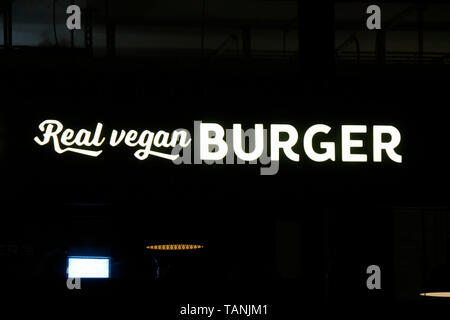 das Logo der Marke/ the logo of the brand 'Real vegan Burger'. - Stock Image