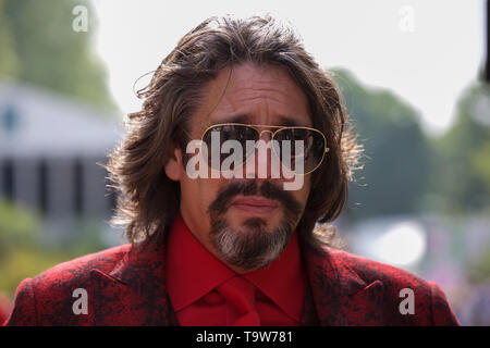 London, UK. 20th May, 2019. Laurence Llewelyn-Bowen attends RHS Chelsea Flower Show Press Day which takes place before it officially opens tomorrow until Saturday 25th May. The world renowned flower show is a glamourous, fun and an educational day out which is attended by many celebrities. There are many gardens, floral displays, Marquees all set in the glorious grounds of The Royal Hospital Chelsea. Credit: Keith Larby/Alamy Live News - Stock Image