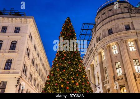 Budapest Christmass tree at Karácsonyi Vásár - Stock Image