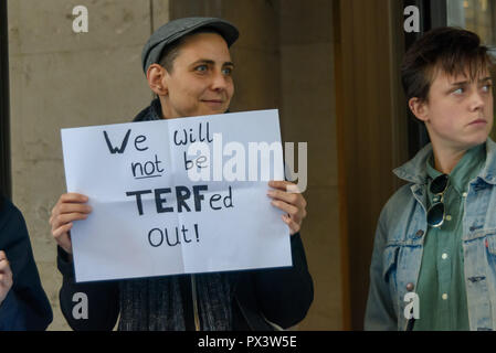 London, UK. 19th October 2018. A protester holds a poster 'We will not be TERFed out!' outside the Daily Mail building following articles demonising trans people, particularly trans women, in The Metro which they publish, and their printing an advertisement campaign for the hate group, 'Fair Play for Women'.  Thousands have complained ab Credit: Peter Marshall/Alamy Live News - Stock Image