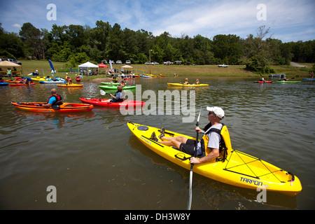 Kayakers paddling on a lake in Bella Vista, Arkansas, USA. - Stock Image