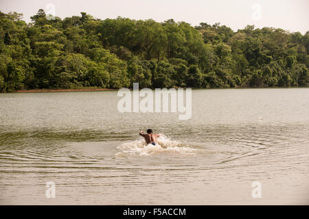 Palmas, Tocantins State, Brazil. 29th October, 2015. A competitor takes a warm-up swim before the men's swimming - Stock Image