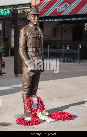 Hereford, UK.  A bronze statue by sculptor Jemma Pearson of local soldier L/Cpl Allan Lewis, VC, killed in action in France,1918 - Stock Image
