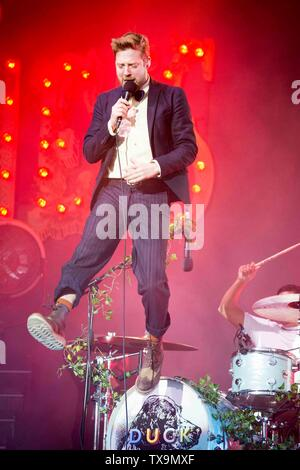 Kaiser Chiefs concert at Elland Road as part of Leeds United's centenary year celebrations. Ricky Wilson - Stock Image