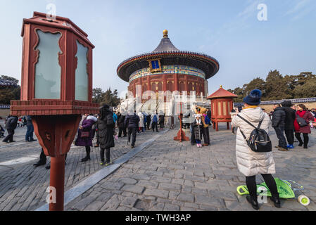 Tourists in front of Imperial Vault of Heaven in Temple of Heaven in Beijing, China - Stock Image