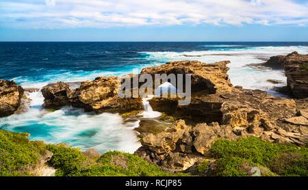 Limestone coastline at Cape Vlamingh on Rottnest Island. - Stock Image