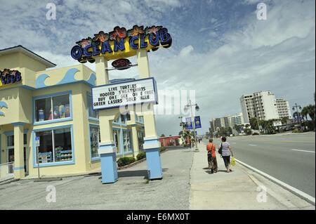 Two women strolling past Ocean Club shop. Daytona Beach, Florida, USA - Stock Image
