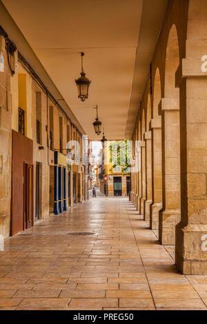 Arched colonnade in the Market Square, Logrono, La Rioja, Spain. - Stock Image