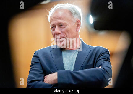 Berlin, Germany. 22nd Mar, 2019. Jürgen Trittin (Bündnis 90/Die Grünen), member of the German Bundestag, talks before Foreign State Secretary Lindner hands over his office to his successor Leendertse at the Federal Foreign Office. Credit: Christoph Soeder/dpa/Alamy Live News - Stock Image