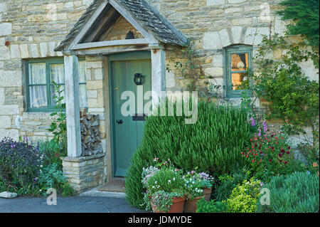 Stone cottages in the pretty Cotswold village of Lower Slaughter - Stock Image