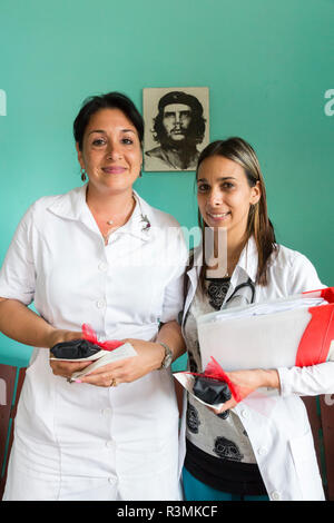 Cuba, Havana. Doctor and nurse in clinic. Credit as: Wendy Kaveney / Jaynes Gallery / DanitaDelimont.com - Stock Image