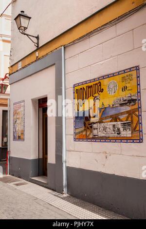 Spain, Cadiz, Calle Ceballos, tiled Yodima, Bronciador eficante sign on side of pharmacy - Stock Image