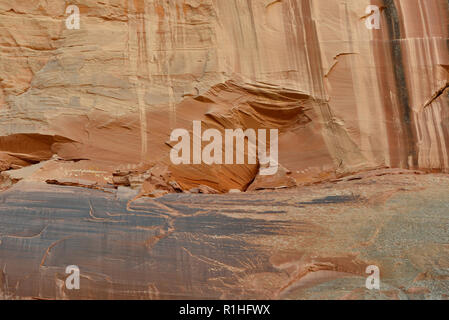 Pictographs: Wavy lines, Stick figures, Animals, Birds, Canyon de Chelly National Monument, Chinle, Arizona, USA 180930_69916 - Stock Image
