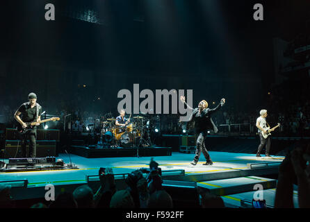 U2 performing live at London O2 on the Innocence and Experience tour Credit:  david pearson/Alamy Live News - Stock Image
