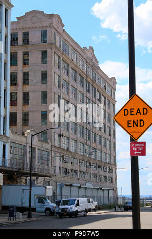 NEW YORK, NY - JUNE 26: Gritty neighborhood of Industry City complex buildings in Sunset Park, Brooklyn on JUNE 26th, 2017 in New York, USA. (Photo by - Stock Image