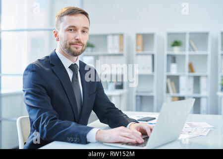 Businessman typing - Stock Image