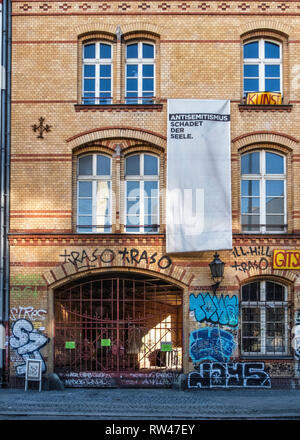 Berlin, Kreuzberg. Gitschiner 15. Old factory building, community meeting place with courses that are free for the poor & homeless. - Stock Image