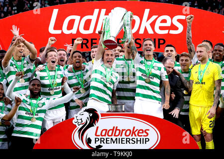Celtic's Scott Brown (centre) and Mikael Lustig celebrate with the trophy after winning the Ladbrokes Scottish Premiership match at Celtic Park, Glasgow. - Stock Image