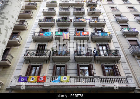 Catalonia National Flags And Si Yes Flags In Support Of An Independent Catalan Fly From Apartment Balconies In Barcelona Spain November 2017 - Stock Image