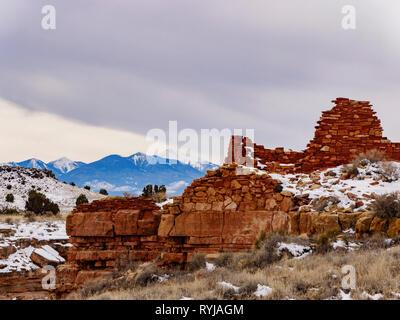 Box Canyon Ruin and San Francisco Peaks. Wupatki National Monument, Arizona. - Stock Image