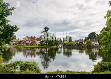 River Thames and houses by the river in Teddington, Greater London. - Stock Image