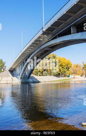 City Beach for relaxing Hydropark bridge on the river Dnepr in Kiev - Stock Image