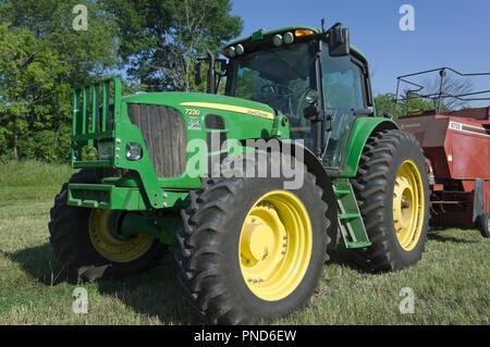 John Deere 7230 Premium row crop tractor - Stock Image