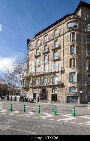 Bank building, Passeig de Gràcia 112, and Avinguda Diagonal, Barcelona, Catalonia, Spain. - Stock Image