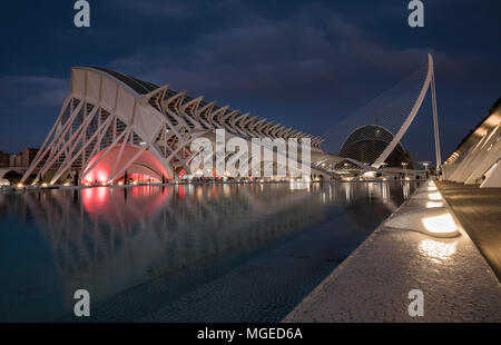 El Museu de les Ciències Príncipe Felipe building illuminated at night, City of Arts and Sciences, Valencia, Spain. - Stock Image