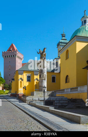 Franciscan Church Poznan, view of the yellow walled Church of St Anthony of Padua with the monument to 15th Cavalry Regiment (centre), Poznan, Poland. - Stock Image