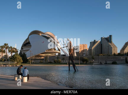 Small lake featuring modern metal artwork in Jardines del Turia, with Palace of the Arts Reina Sofia building in the background, Valencia, Spain. - Stock Image