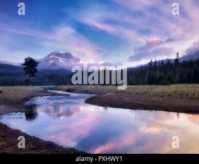 South Sister Mountain and Soda Creek at sunrise, Oregon - Stock Image