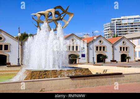 """Seagulls in Flight"" fountain, Europe Square, Larnaca, Cyprus October 2018 - Stock Image"