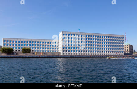 The Mærsk / Maersk headquarters at Esplanaden in Copenhagen, Denmark, seen from the inner harbour. A.P. Moller-Maersk. - Stock Image