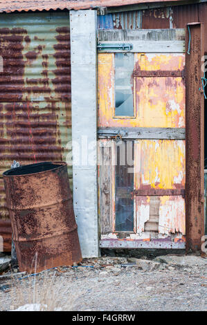 Entrance to an old corrugated iron building - Stock Image