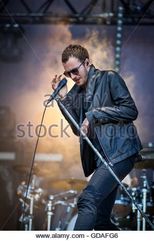 Editors performing live - singer Tom Smith - Stock Image