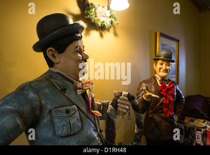 KATOOMBA, Australia - Statues of Laurel and Hardy inside a lounge inside the historic Carrington Hotel in Katoomba - Stock Image