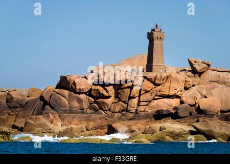 Lighthouse Men Ruz, Ploumanach, Cotes d'Armor, Brittany, France. - Stock Image