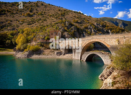 The bridge across San Domenico Lake, Prato Cardoso, Valley of the Lakes in the province of L'Aquila in the Abruzzo region of southern Italy. - Stock Image