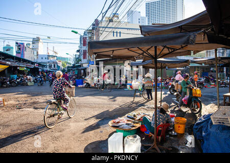 NHA TRANG, VIETNAM - AUGUST 06: Early morning life on the vietnamese street market on August 06, 2018 in Nha Trang, Vietnam. - Stock Image