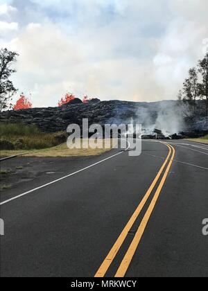 Fissure 6 creates a lava berm across Pohoiki Road from the eruption of the Kilauea volcano May 23, 2018 in Pahoa, Hawaii. - Stock Image