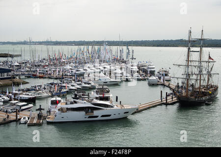 Southampton, UK. 11th September 2015. Southampton Boat Show 2015. A general view of the boat show marina area from - Stock Image