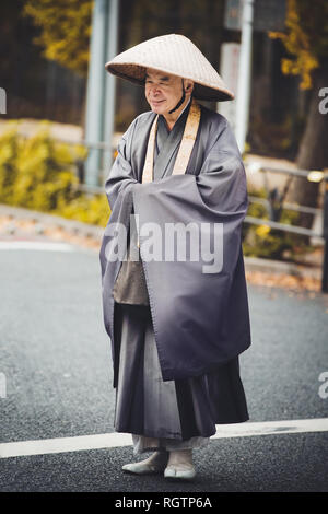 Unidentified Japanese monk on the street in Shibuya, Tokyo, Japan. - Stock Image