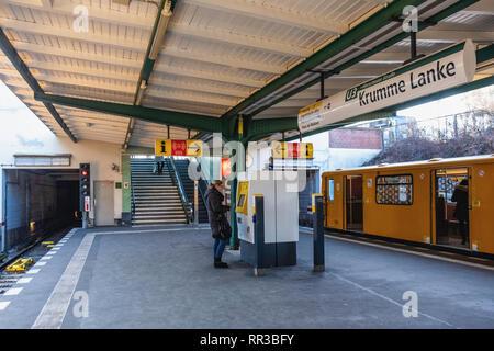 Berlin- Zehlendorf. Krumme Lanke U-Bahn Railway Station platform rail tracks & yellow train - Stock Image