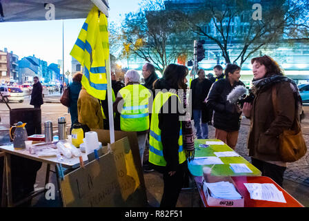 Montreuil, France, 'Gilet Jaunes' (Yellow Vests) French Demonstration/ Occupation on Street - Stock Image