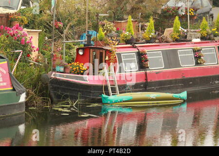 Narrow boat on the river severn on an autumnal day - Stock Image
