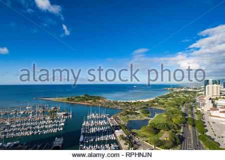 Aerial view of Ala Moana Beach Park with Magic Island, Kahanamoku Lagoon and the Ala Wai Yacht Harbor, Honolulu, Oahu, Hawaii, USA - Stock Image