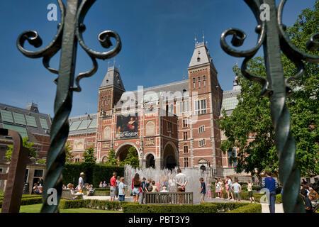 Art Museum the Rijksmuseum with the Rijksmuseum gaden in Amsterdam - Stock Image